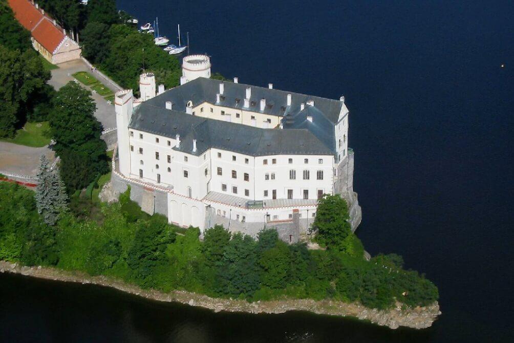 Полет над замком Орлик на Влтаве.