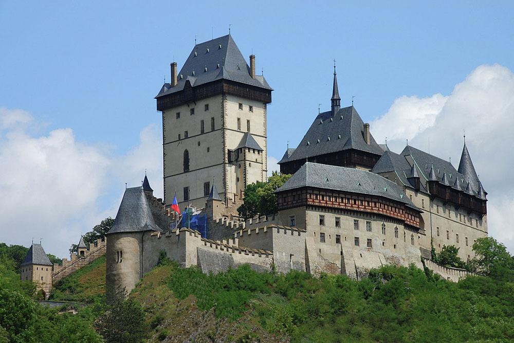 Полеты над готическим замком Карлштейн